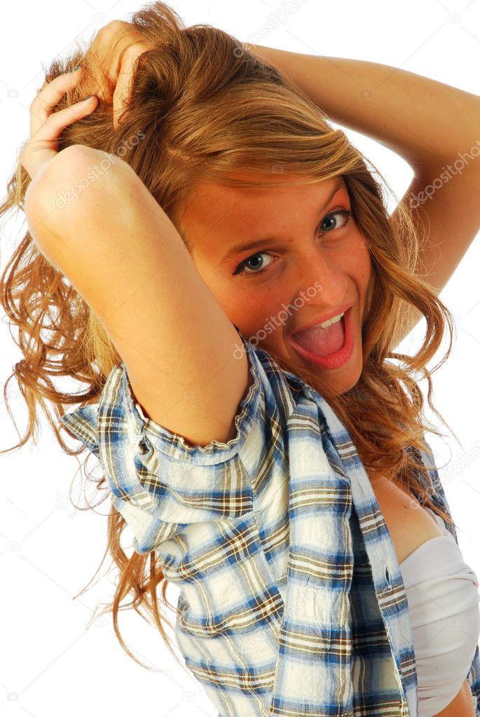 快乐煮-一个活泼开朗的女孩穿一件衬衫在泳装