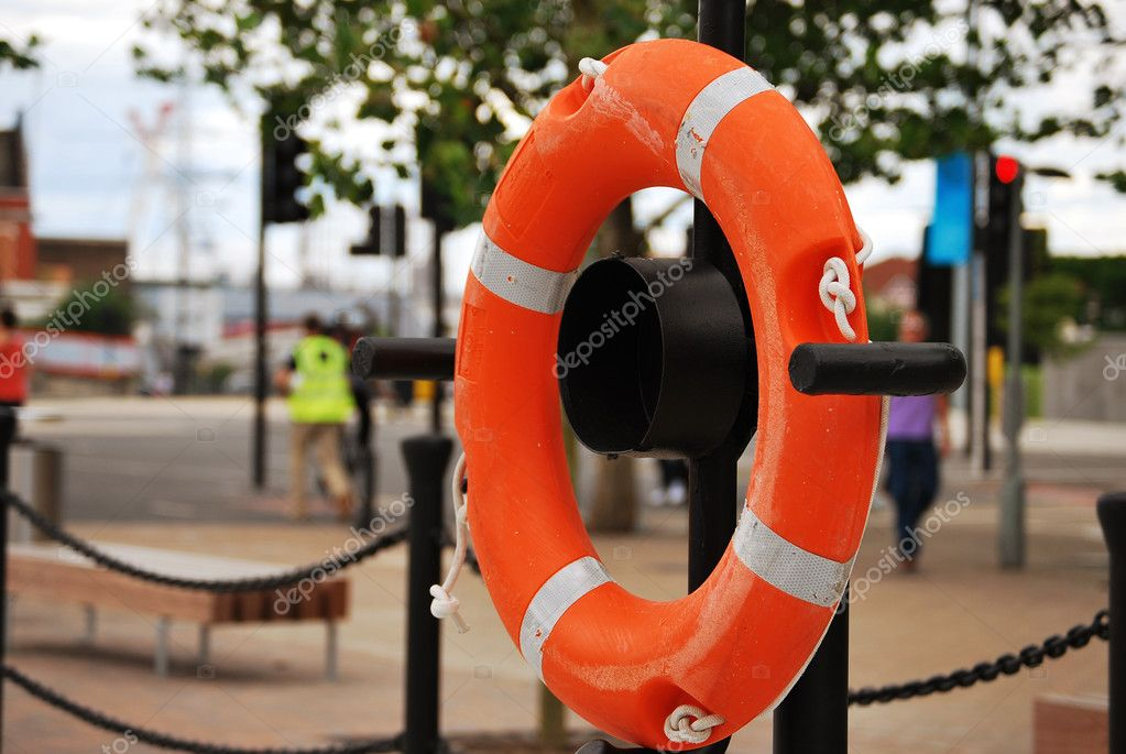 Photo of a lifebuoy on the river side in London — Stock Photo #11999550