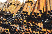 Tuyaux d'acier empilée — Photo