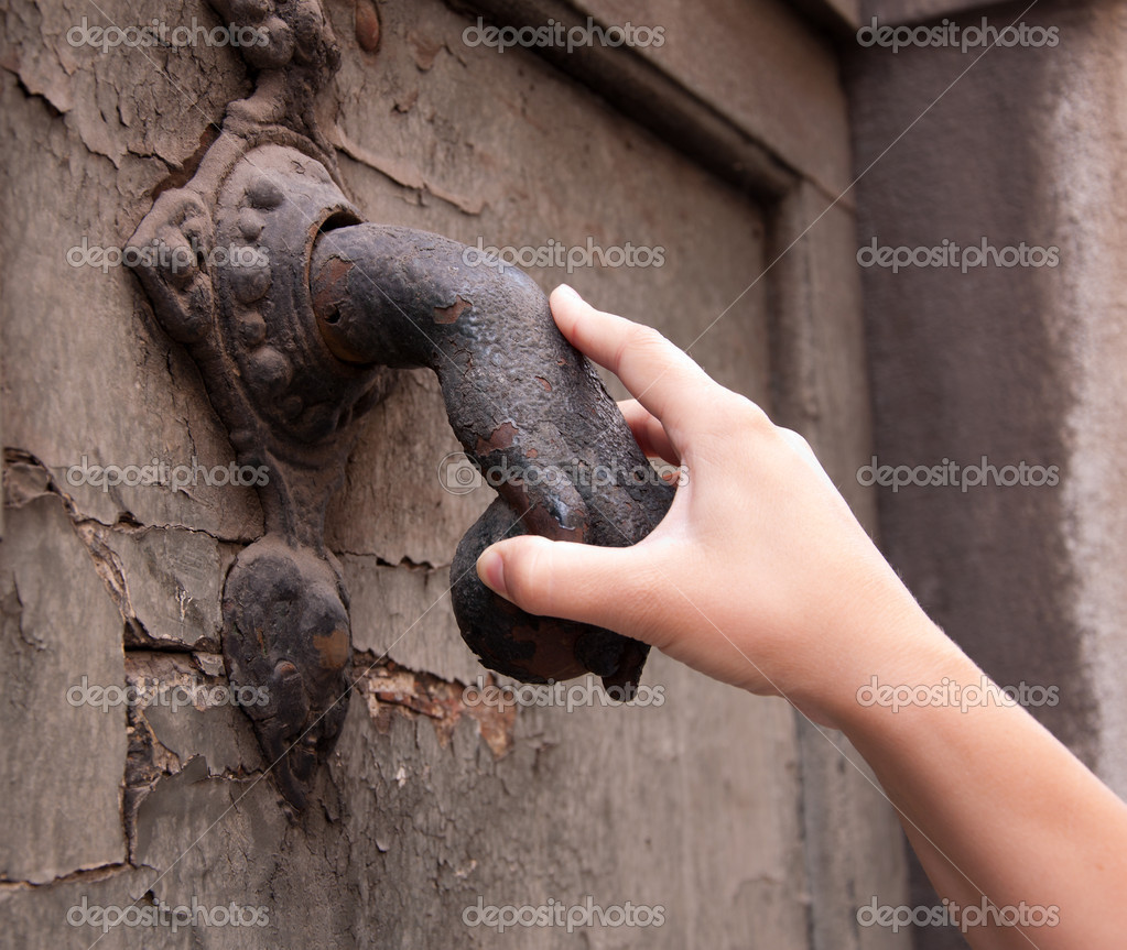 Female hand holding the knocker — Stock Photo #11068319