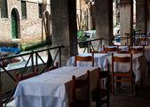 Tabellen in een café — Stockfoto