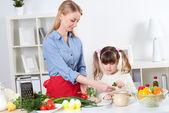Famiglia fare pasto — Foto Stock