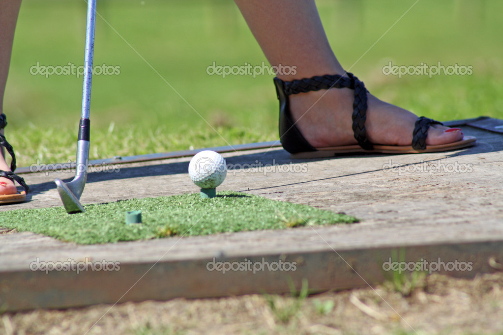 Woman playing golf — Stock Photo #11925186