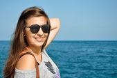Kvinna och havet — Stockfoto