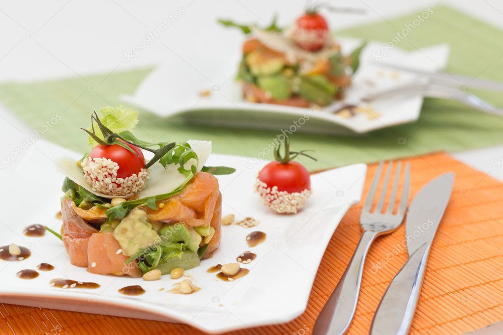 Avocado and salmon salad on square plate — Stock Photo #11529165