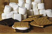 Marshmallow s'more — Stock Photo