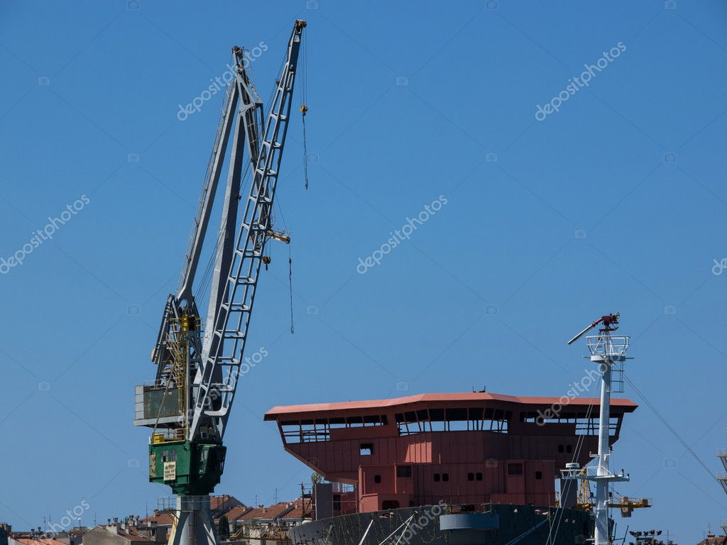 Boat and crane in the shipyard — Stock Photo #12415585