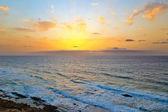 Nascer do sol sobre o oceano atlântico — Foto Stock