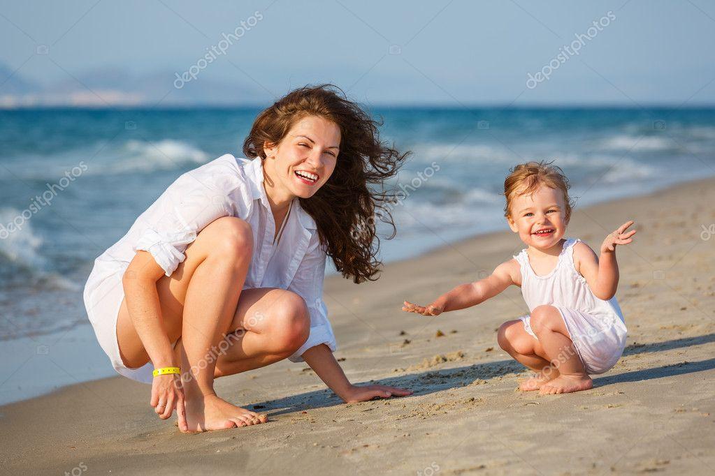 Фото с пляжей мам и дочек 7 фотография