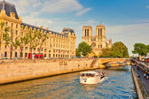 Seine river and Notre Dame cathedral — Stok fotoğraf