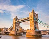 Puente de la torre al atardecer — Foto de Stock