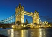 Mostu tower bridge nocą — Zdjęcie stockowe