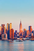 Manhattan at sunset — Stockfoto