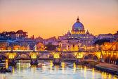 ул. собор петра ночью, рим — Стоковое фото