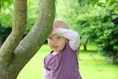 在花园里的孩子 — 图库照片