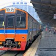 Thai Red Sprinter train, Diesel locomotive, on Bangkok railway station Thailand — Stock Photo