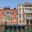 Goldola boat parking in grand canal Venice Italy — Stock Photo