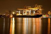 在晚上的船厂港 — 图库照片