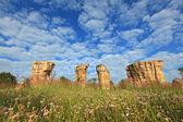 Mor hin khao, tailandia stonehenge, con campo hermoso — Foto de Stock