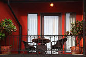 Balcon sur le bâtiment de style italien — Photo