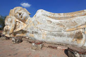 Giant reclining buddha statue — Stock Photo