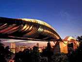 Singapore henderson wave bridge at dusk — Stock Photo