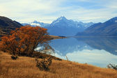 Landscape of mountain Cook with its reflection from Lake Pukaki — Stock Photo