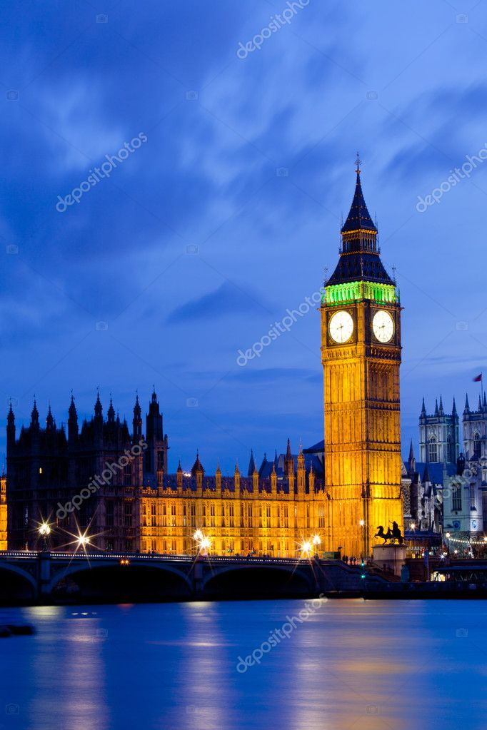 Big Ben and River Thames  International Landmark of London England United Kingdom at Dusk — Stock Photo #11163822
