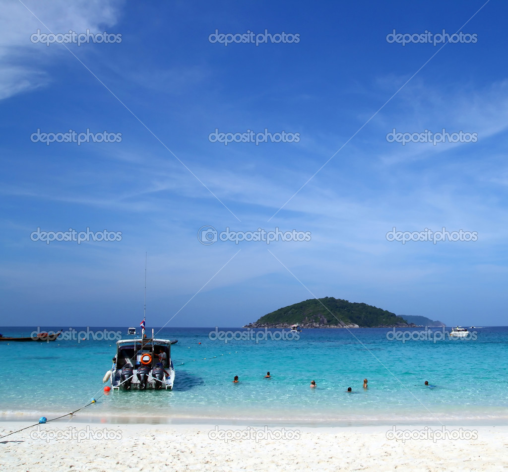 Similan Beach Island Number 4 ,Paradise island located at south of Thailand — Stock Photo #11219385