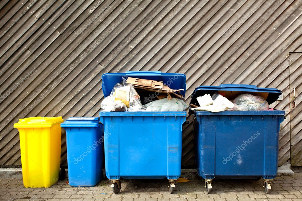 Overfilled trash of large wheelie bins for rubbish, recycling and garden waste — Foto Stock #11219499