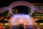 Fountain show at Fountain of Wealth Suntec Tower Singapore — Stock Photo