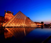 APR 16, Paris - Summer Exhibition at Louvre Museum — Stock Photo