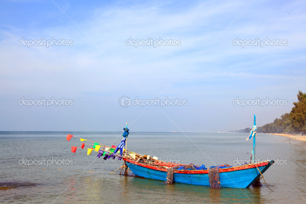 Fisherman boat park on the beach — Stock Photo #11239056