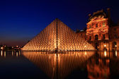 Louvre at dusk — Stock Photo