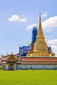 Golden Pagoda at Wat Phra Keao Temple in Grand Palace, Bangkok T — Stock Photo
