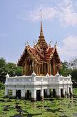 Oriental pavilion on water — Stock Photo