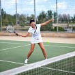 Young woman on a tennis court — Stockfoto
