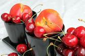 Cherries and nectarines — Stock Photo