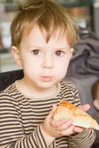 Boy eating cake — Stock Photo