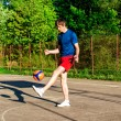 Guy is training with the ball on the court — Stock Photo