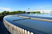 Estação de tratamento de águas residuais urbanas modernas. — Foto Stock