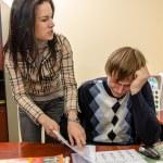 zły interesu krzyczeć na jej pracownika — Zdjęcie stockowe