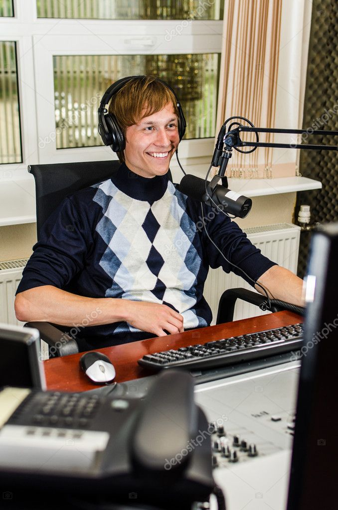 Anchorman sitting in front of a microphone on the radio — Stock Photo #11014148