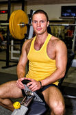 Portrait of handsome bodybuilder in fitness club — Stock Photo