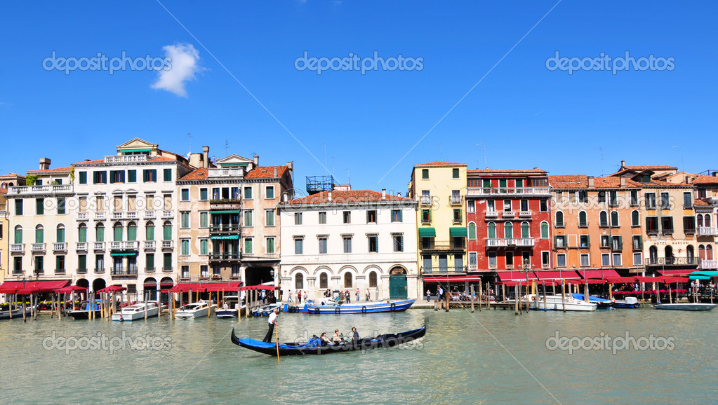 Venice, Italy - 06 May, 2012: Panorama of palaces overlooking the famous Grand Canal in Rialto, Venice — Stock Photo #11108934