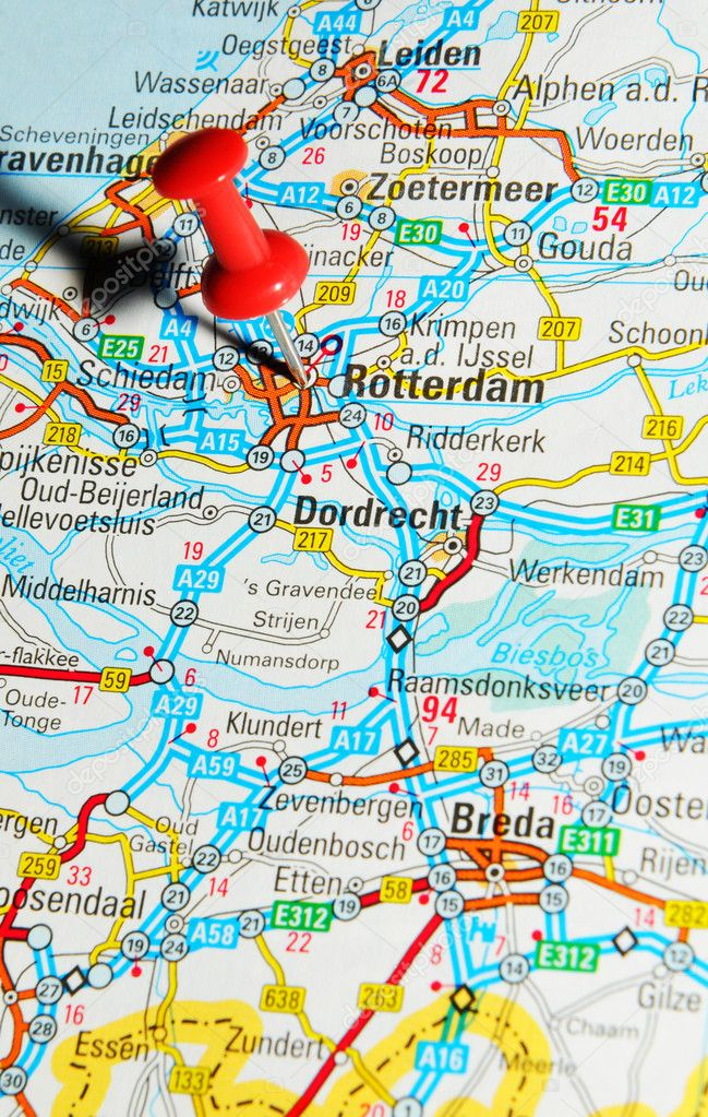 London, UK - 13 June, 2012: Rotterdam marked with red pushpin on Europe map. — Stock Photo #11559424