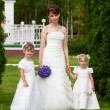 Bride stand with two little girls - bridesmaid — Stock Photo