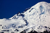 Snowy Mount Rainier Close Up with Crater Washington — Stock Photo