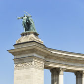 Statues of the heroes square, budapest — Stock Photo