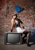 Chica de receptor de tv — Foto de Stock